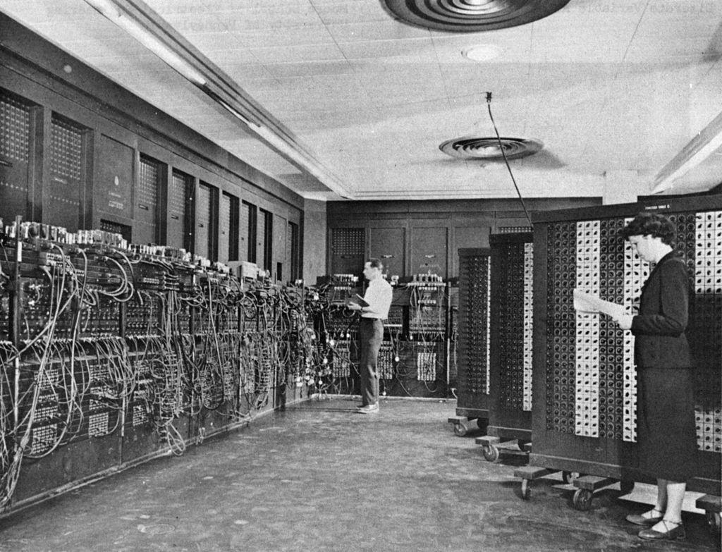 ENIAC, den första elektriska och programmeringsbara datorn.