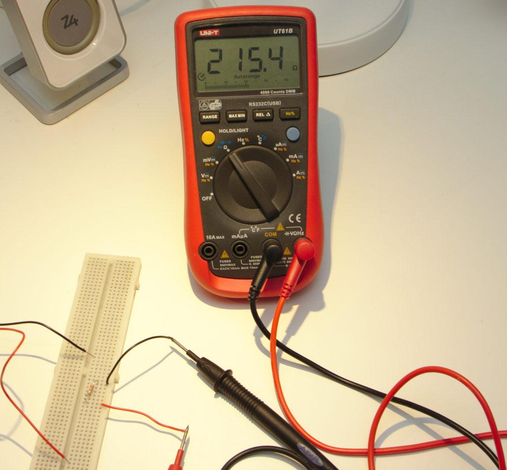 215,4 ohm är motståndet i resistorn