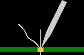 Värm upp både komponentens ben och det själva hålet på kretskortet. Tillför sedan lödtennet. Ofta är hålet guld- eller kopparpläterat.